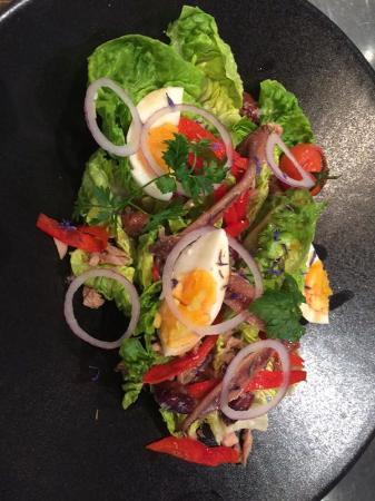 "Cafe des Banques: Sucrine lettuce heart ""Niçoise style"""