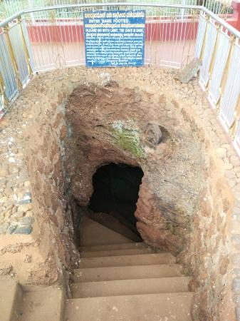 Biladwara Cave: entrance to the cave