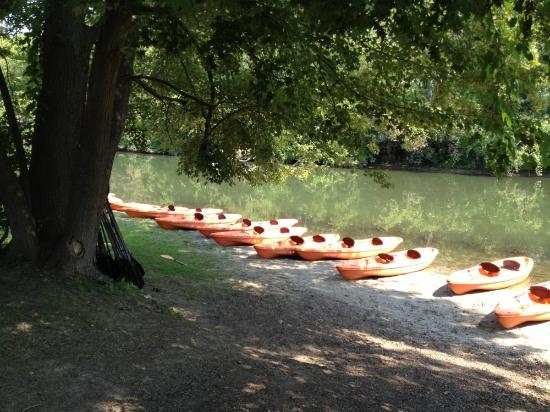 New Buffalo, MI: Kayaks lined up along the Galien River