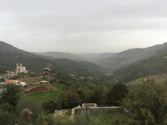 Jezzine, Líbano: the view from  bkassine pine forest