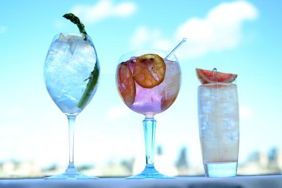 Oxo Tower Restaurant, Bar and Brasserie : Refreshing G&Ts on the OXO Tower Restaurant terrace.