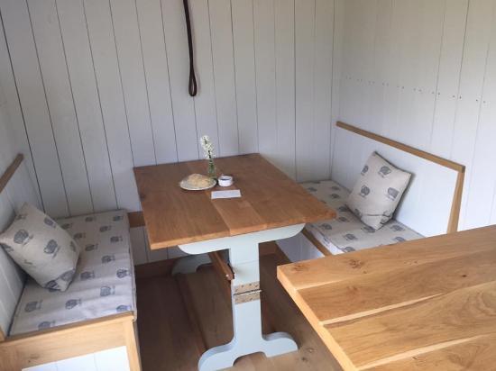 Wedmore, UK: Inside the shepherds hut on arrival