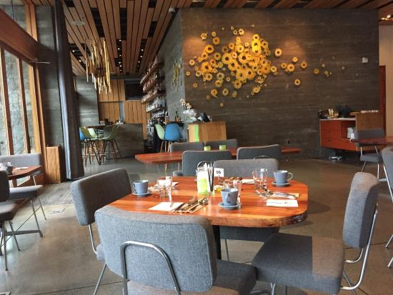 H2 Hotel: Dining Room and Spoon Bar just beyond