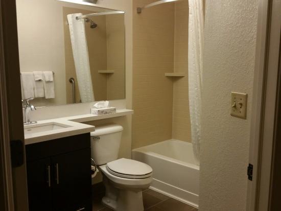 Morris Plains, NJ: Bathroom
