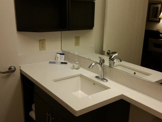 Morris Plains, NJ: Bathroom sink area
