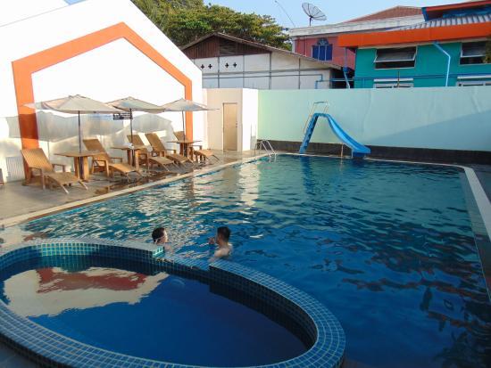 Lucky dragon bewertungen fotos preisvergleich pyay for Swimming pool preisvergleich