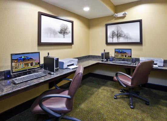 Holiday Inn Express Hotel & Suites Opelika Auburn: Guests enjoy free 24 hour use of our Business Center.
