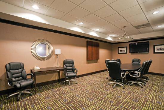 Holiday Inn Express Hotel & Suites Opelika Auburn: Our Board Room has plenty of room for your next meeting.