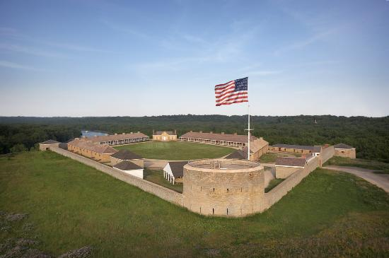 ‪Historic Fort Snelling‬