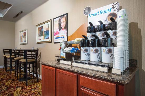 Holiday Inn Express Hotel & Suites Port St. Lucie West: Breakfast Bar