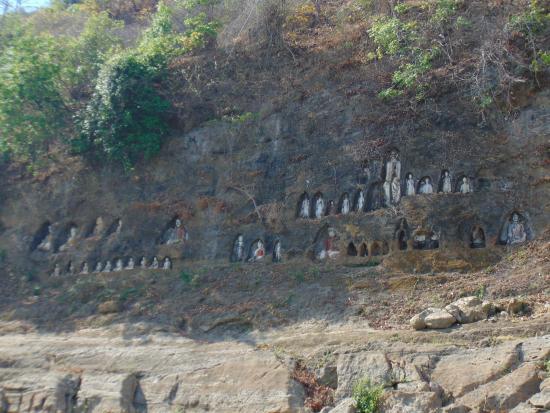 Akauk Taung: Buddha statues at Akauk Tuang
