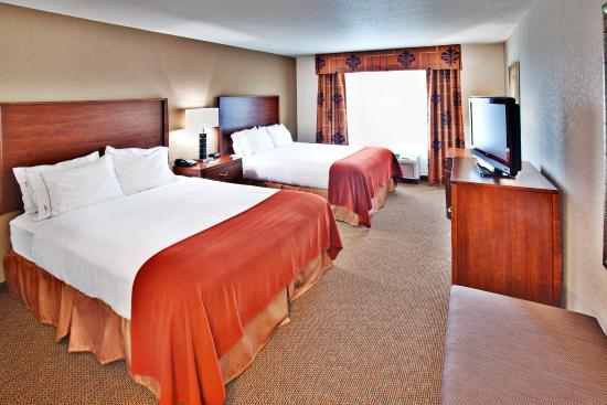 Holiday Inn Express Hotel & Suites Dubuque-West: Holiday Inn Express & Suites Dubuque, IA Guest Room
