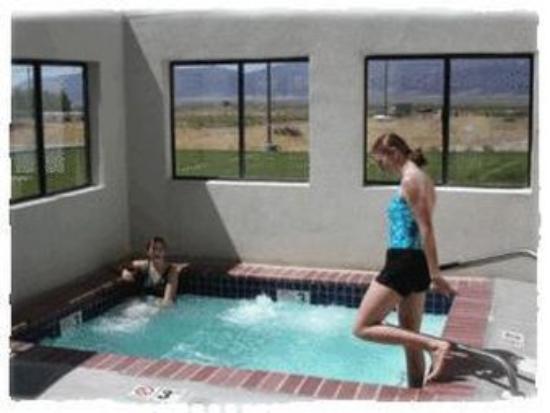 Ephraim, Юта: Enjoy our outdoor hot tub--open year round