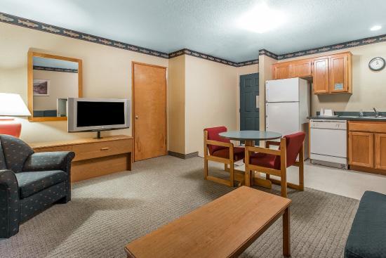 Econo Lodge Garibaldi: Guest Room
