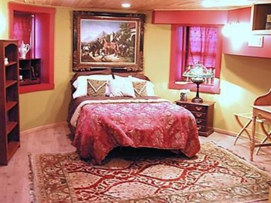Lovettsville, VA: Guest Room -OpenTravel Alliance - Guest Room-