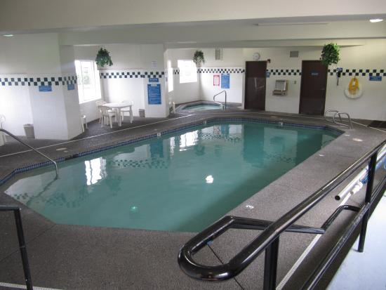 Ebb Tide Oceanfront Inn: Indoor Heated pool