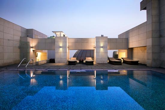 Fraser Suites New Delhi: Swimming Pool