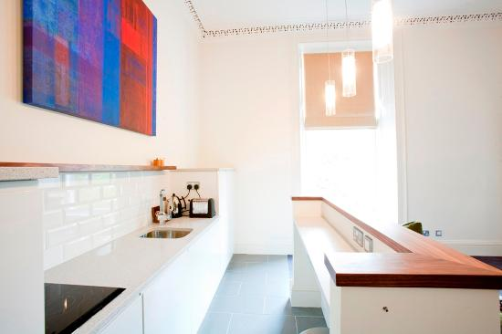 Merchiston Residence: Studio Kitchen
