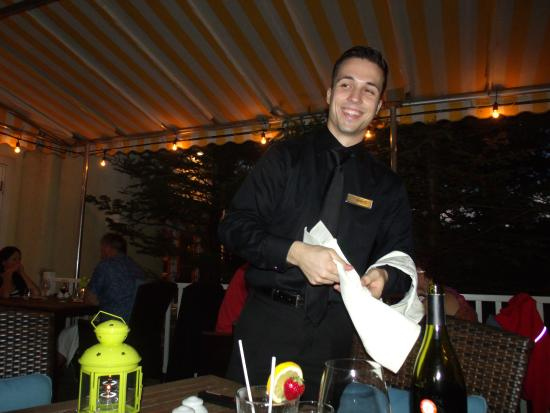 Brome, Canadá: A very kind young waiter that attend us the very fist Night