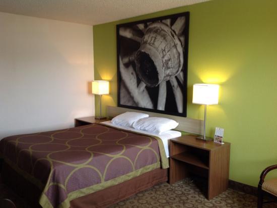 Super 8 Kingman: Standard King Bed Room
