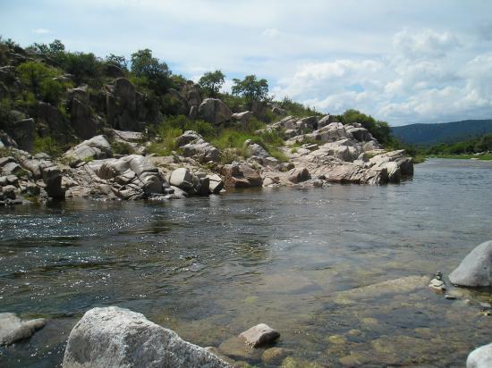 Tanti, Argentina: Rio Quilpo en balneario 3 piletas.