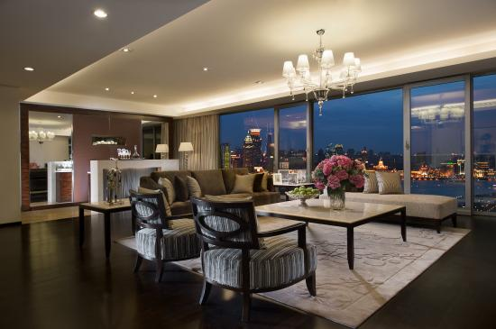 Fraser Suites Top Glory Shanghai: Three Bedroom Apartment Living Area