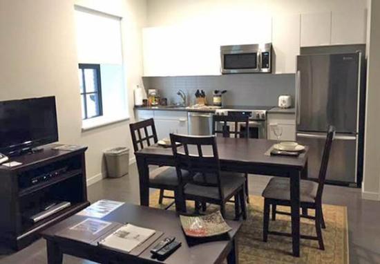 Oakwood At Camelback Lofts: Lofts Atlantic Wharf Dining Kitchen Web