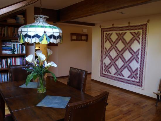 Whispering Pines Inn: Beautiful Hardwood Floor