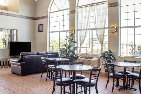 Econo Lodge Winslow: Breakfast