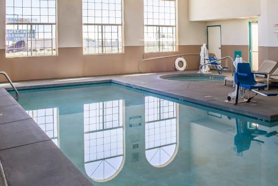 Econo Lodge Winslow: Pool