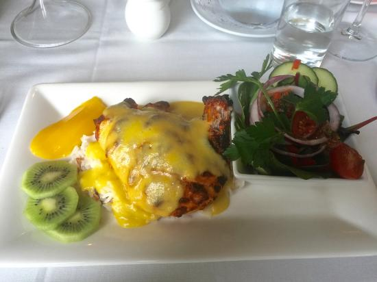 Alyth, UK: Breast of Chicken in yoghurt and indian spices