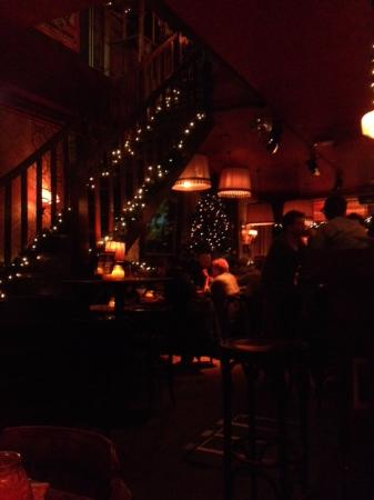 de verlichting op een \'gezellig\' laag pitje - Foto van Publiek Food ...