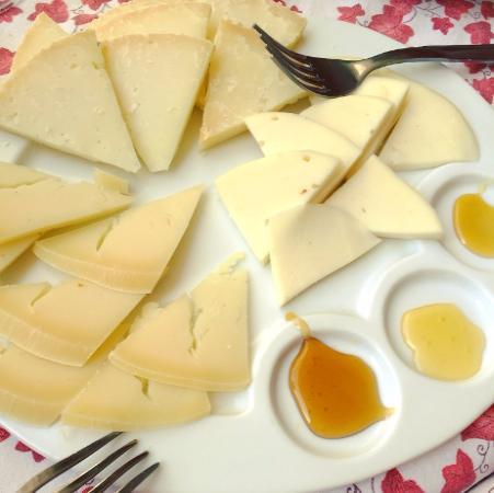 Altereno Cafe: formaggi con miele