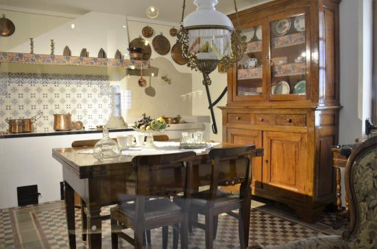 Esempio di cucina degli anni \'50 - Foto di Castello Grinzane Cavour ...