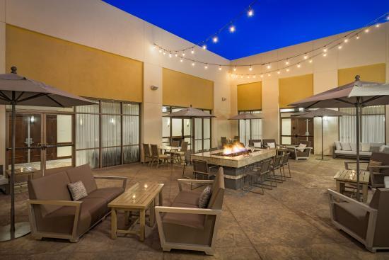 Fullerton Marriott at California State University: Courtyard