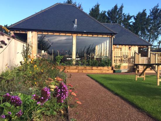 Newenden, UK: Secure garden, play area & stunning building