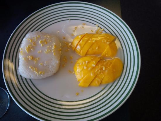 "Thai Flavor: Delicious Dessert "" Coconut Sticky Rice with Mango"""