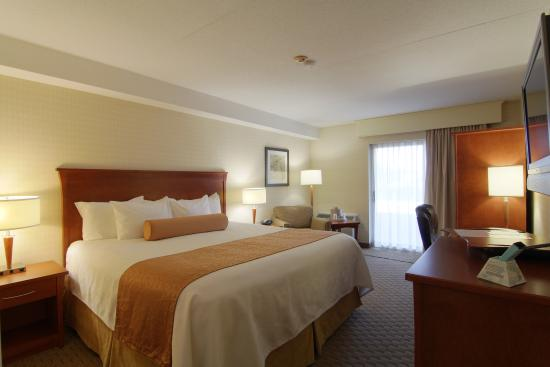 BEST WESTERN PLUS Kitchener-Waterloo: King Bedroom