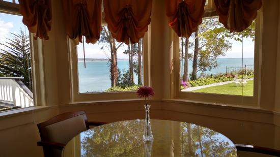 Monarch Cove Inn: Our suite had a beautiful view of the ocean.