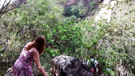 Mucuge, BA: Trilha para chegar na cachoeira.