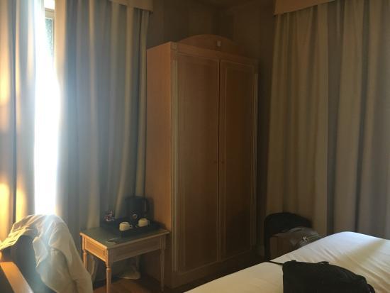 Hotel Diplomat : Stanza matrimoniale piccola e molto ben insonorizzata!