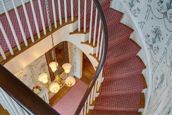 Sherburne Inn: Beautifully restored - modern amenities