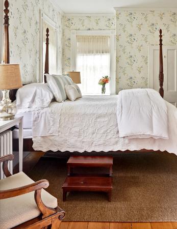 Sherburne Inn Nantucket: Light, bright, spacious guest rooms