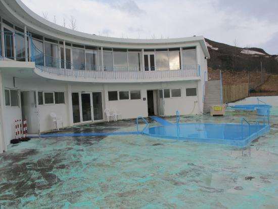 Hveragerdi, Islandia: View of warm pool, hot pool and the building