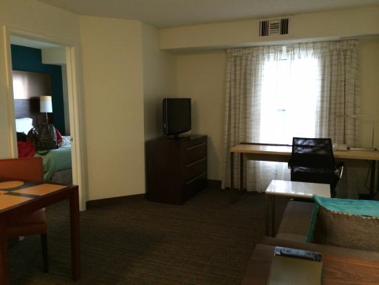 Residence Inn Denver Highlands Ranch : Living area: this is a spacious studio