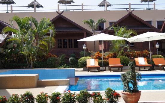Jaidee Resort: Swimming pool