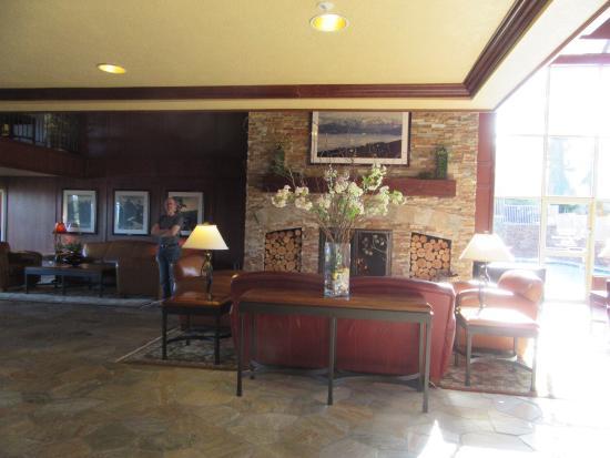 Olympic Lodge: Reception area