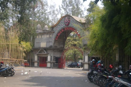 Sriwedari Park: Gapura Taman Sriwedari