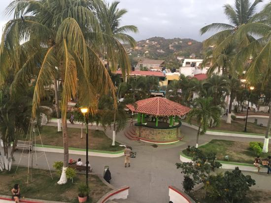 Leyza Restaurant Bar : We came for drinks at sunset. The view of downtown Sayulita is great here, and drink prices are