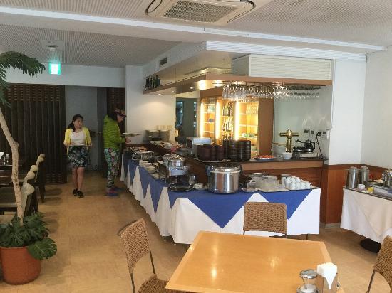 Resort Pension Crew: 朝食レストラン